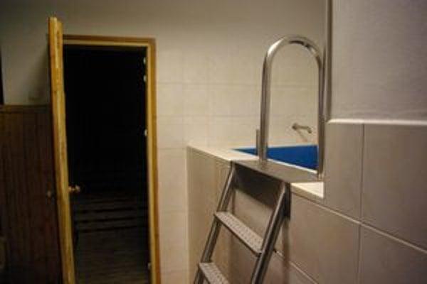 Mladí futbalisti majú vytvorené výborné podmienky. V priestoroch akadémie je sauna či ochladzovací bazén.