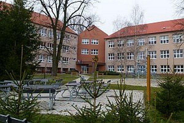 Budova je zrekonštruovaná. V budúcnosti budú v nej zriadené aj školské dielne.
