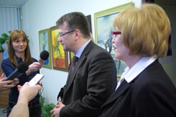 Minister zdravotníctva, Ivan Uhliarik, a riaditeľka Žilinskej nemocnice, Daniela Bekeová, diskutovali aj na tému možného odchodu lekárov zo Slovenska.
