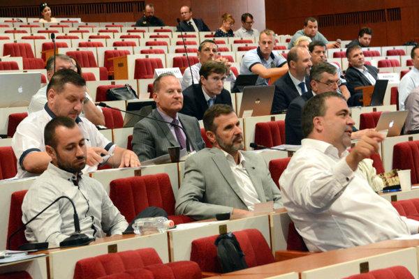 Poslanci umožnili verejnosti pripomienkovať koncept pripravovaného územného plánu mesta do konca septembra.