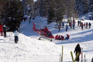 Niektoré zranenia boli vážnejšie a vyžiadali si transport vrtuľníkom.