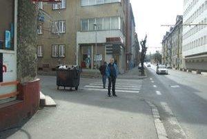 Michal stojí na mieste, kde bol jeho brat naposledy na slobode.