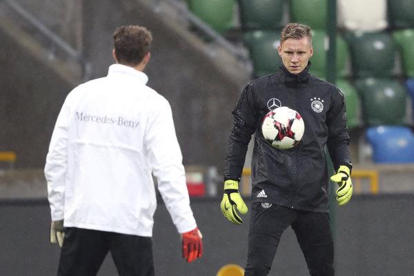 Bernd Leno (vpravo) je novým hráčom Arsenalu.