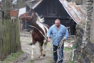 Erich Leibiczer a jeho kôň. Svojho prvého koňa volal Beatrix, teraz má už troch.