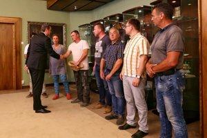 Andrej Danko sa v parlamente stretol s farmármi.