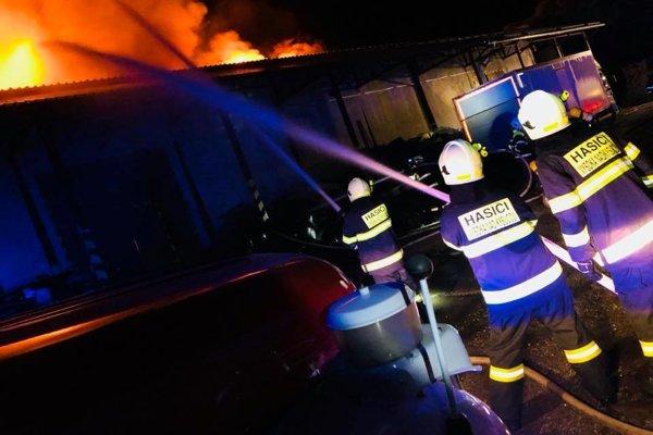 Príčina požiaru, pri ktorom sa nikto nezranil, je zatiaľ neznáma.