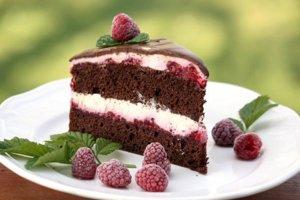 Čokoládová smotanovo - malinová torta
