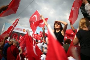 V Turecku sa v nedeľu budú konať predčasné prezidentské a parlamentné voľby, po ktorých bude v krajine zavedený prezidentský systém vlády s výrazne posilnenými právomocami hlavy štátu.