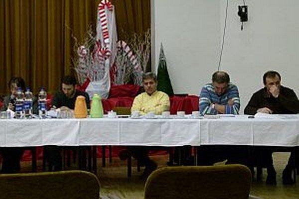 Poslanci si dvestoeurové odmeny neschválili.