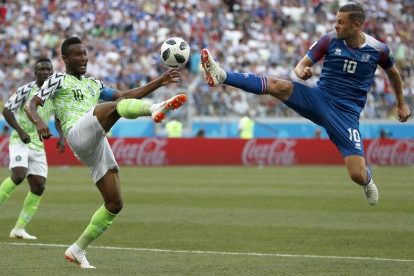 John Obi Mikel (vľavo) patrí medzi kľúčových hráčov Nigérie.