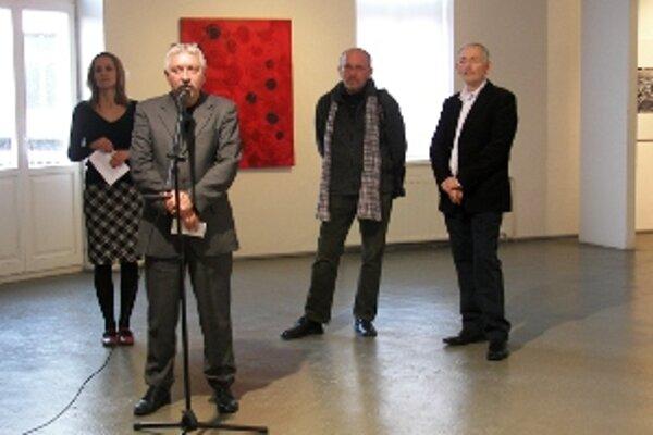 Výstavu Vojtecha Kolenčíka a Jana Sekala uviedol riaditeľ Považskej galérie umenia v Žiline Milan Mazúr.