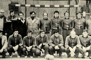 Stoja zľava: Miloš Zeman, lekár, tréner Anton Baláž, Klár, E. Balščák, Dušan Lupták, tajomník, Kučečka, Kurjatník, J. Jajko, Hummel. Dole zľava: Olejár, Ondruš, Lauf, Hučka, Slančo, V. Greňo, Gaľan.