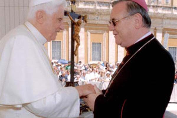 Pápež Benedikt XVI. sa so žilinským biskupom Tomášom Galisom stretol v lete Mladej Boleslavi.