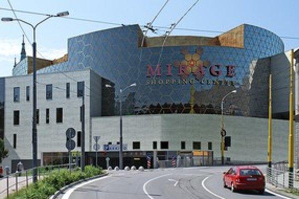 Pohľad na Mirage shopping center z Hurbanovej ulice.