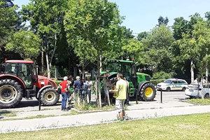 Traktory v hlavnom meste.