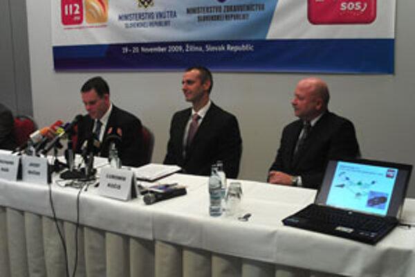 Minister Richard Raši (v strede) na konferencii v Žiline.