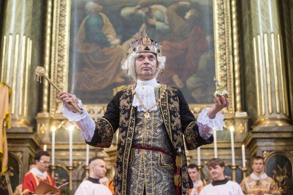 Leopold II. počas obradu korunovácie v jezuitskom kostole v rámci Bratislavských korunovačných slávností.