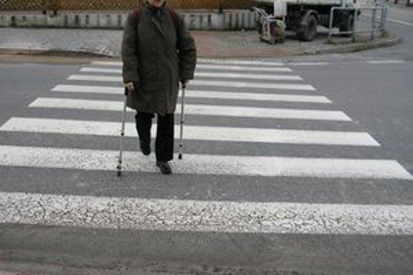 Križovatku ulíc Komenského a Zaymusa prerobili na bezbariérovú.