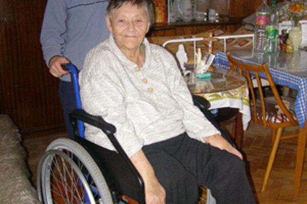 Pani Koláriková by opatrovateľky z charity nemenila za nijaké iné. Poskytujú jej ľudskosť, ktorú tak veľmi potrebuje