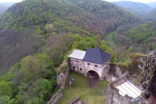 Mladí ľudia z celého sveta prídu pomáhať renovovať aj slovenské hrady akým je Čabraď.
