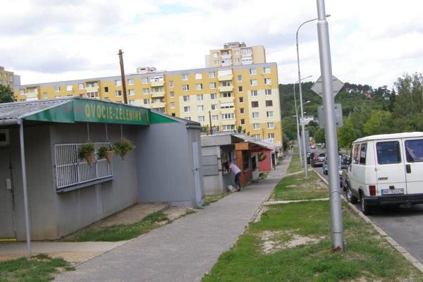 Stánky na Škultétyho ulici.