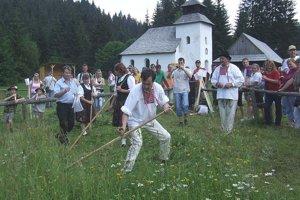 V skanzene opäť ožijú tradície. Tentokrát sa tam stretnú súťažiaci z celého Slovenska, ktorí si zmerajú zručnosť v kosení trávy.