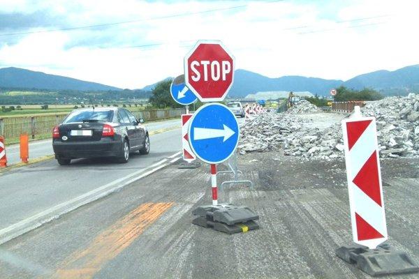 Rekonštrukcia mosta na ceste medzi Martinom a Sučanmi.