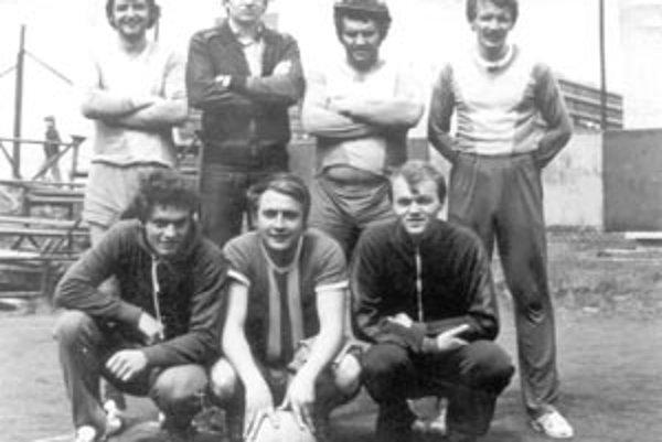 Nohejbalový oddiel TJ ZVL Žilina v roku 1976.
