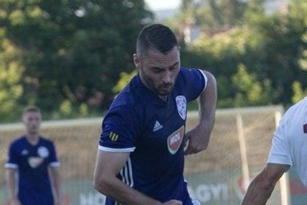 Režisér hry KFC Goran Matič sa stal hráčom Serede