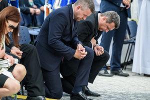 Predseda vládyPeter Pellegrini a predseda Národnej rady Andrej Danko počas slávnostnej svätej omše.
