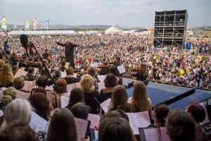 Na hlavnom pódiu festival otvoril Slovenský komorný orchester Bohdana Warchala.
