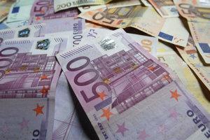 Minimálnu mzdu berie okolo štyristo ľudí v nitrianskej župe. Úradníci župy zarobia v priemere 1 263 eur mesačne.