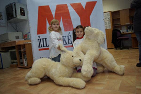 Deti roka 2007: Trojročná Vaneska Mináriková z Hričovského Podhradia a a 7-ročná Adriánka Franeková zo Stráže.