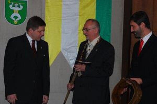 Starosta Terchovej a poslanec Žilinského samosprávneho kraja Viktor Vallo (v strede) ohlásil odchod z poslaneckého klubu SDKÚ.