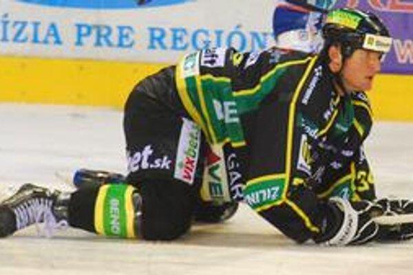 Roman Kontšek bol v úvode sezóny na kolenách. Je však späť na nohách a pomáha Žiline vybojovať miestenku do play off.
