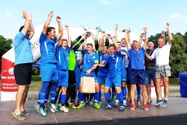 Nitrianska výprava sa tešila z triumfu najstaršieho výberu Husárik U19.
