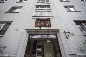 Prvý československý panelák stojí na Kmeťovom námestí