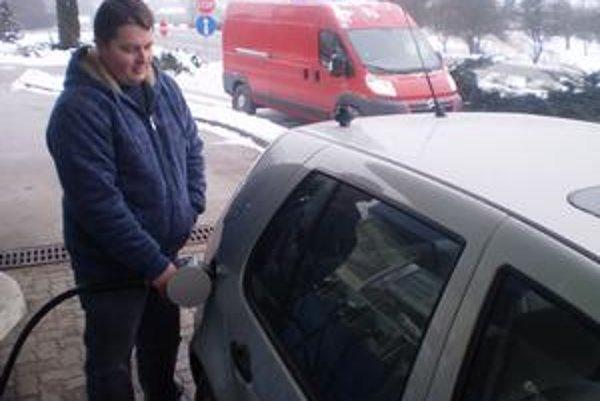 Kamil zvykne jazdiť kvôli nafte na Moravu.