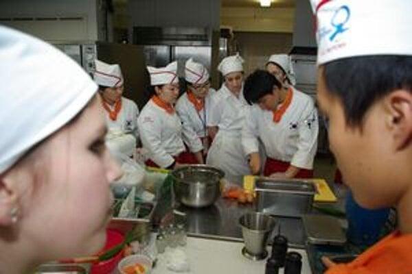 Študenti slovenskej a kórejskej kuchyne v Žiline varili spoločne.