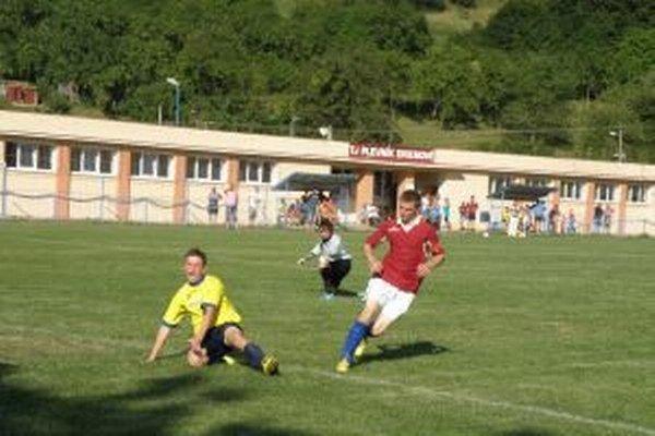 Hehejík (v červenom) dáva vo finále proti Predmieru jeden zo svojich štyroch gólov.