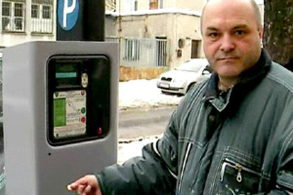 Parkovacie automaty v Žiline majú problémy s 10-centovými mincami.