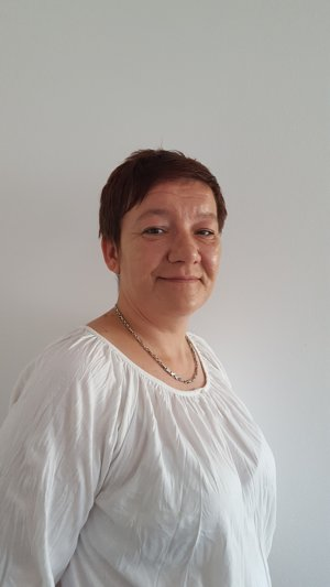 HENRIETA HORČIČÁKOVÁ - špecialista I spoločnosti SOPHISTIC Pro finance, a. s.