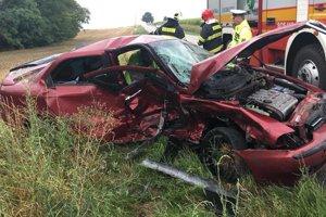 Autá zostali po nehode zdemolované.