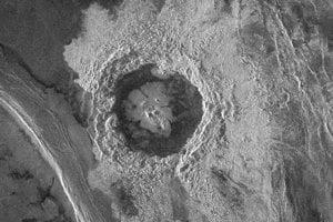 Venuša má veľmi členitý povrch. Na tomto zábere môžete vidieť jeden z kráterov - Dickinsonovej kráter.