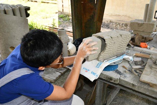 Tvorbu v netradičnom prostredí si Tayio Onorato z Thajska užíva.