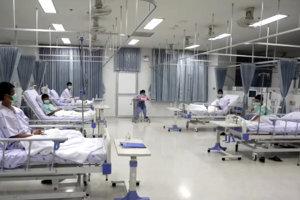 Dvanástich chlapcov by mali v stredu z nemocnice pustiť.
