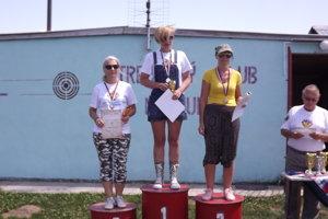 Tri najlepšie v kategórii žien zľava Adriana Nosianová (3.), Martina Turzová (1.), Mária Puková (2.)