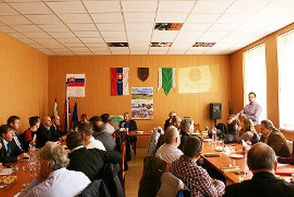 MAS Biela Orava zahŕňa 21 obcí aj sokresným mestom, 55-tisíc obyvateľov, 615 kilometrov štvorcových.
