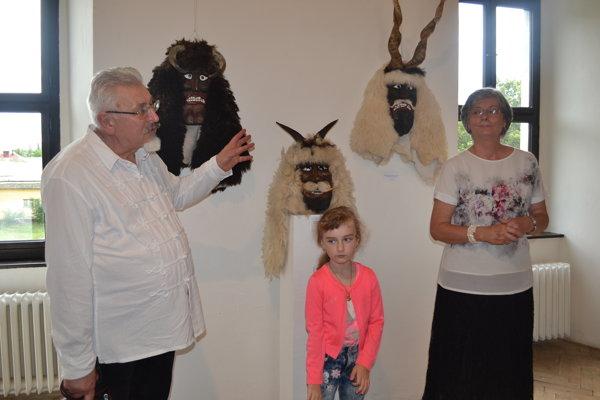 Rezbár István Kiss z Egeru vystavuje vo Vihorlatskom múzeu aj mystické drevené fašiangové masky.