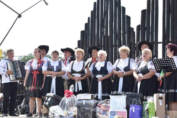 Na hodoch ocenili folklórnu skupinu Konopa.